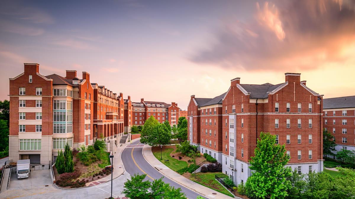 I vantaggi degli Smart Parcel Locker per la residenza universitaria