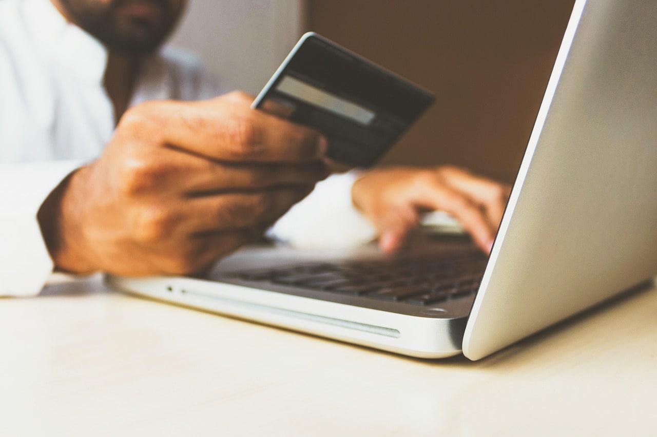 Acquisti e-commerce dall'ufficio. Quanti sono?